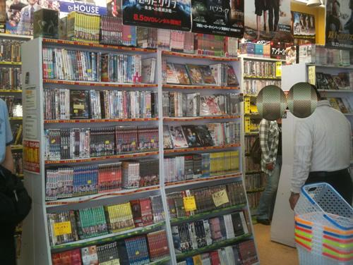 秋葉原駅前ワゴンセールのCD、DVDショップ