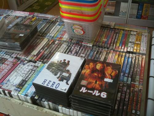 秋葉原駅前ワゴンセールのCD、DVDショップ-5